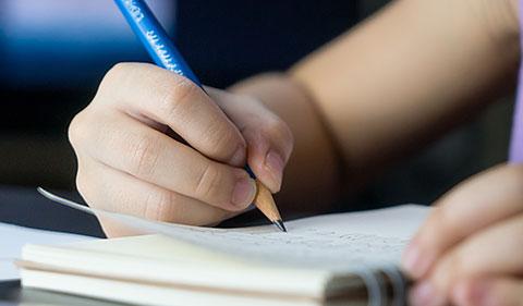 Cahier et crayon scolaire